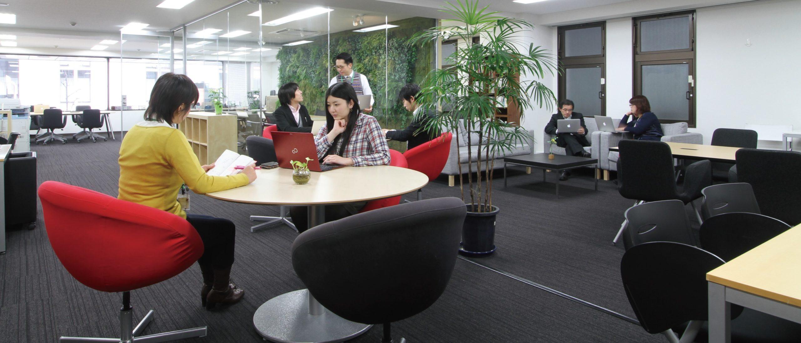 京都のコワーキング シェアオフィス FVC Mesh KYOTO 内観 free desk